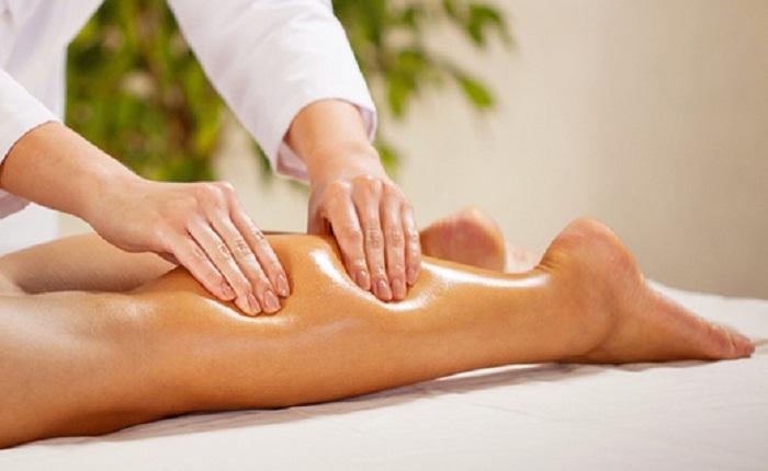 Massage vùng bắp chân tổn thương