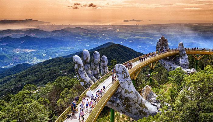Cầu Vàng - điểm tham quan mới của du khách với những khoảnh khắc tuyệt vời