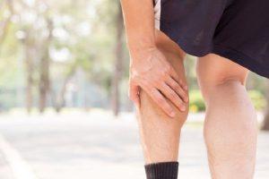 Đau cơ bắp chân khi chơi thể thao xảy ra khá phổ biến trong tập luyện