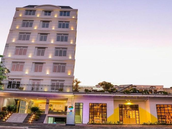 Kiến trúc khách sạn lựa chọn theo phong cách hiện đại với đường nét cá tính, đẳng cấp